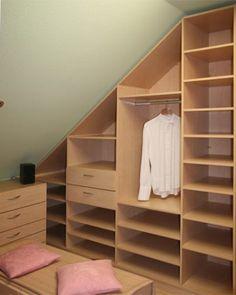 Шкаф-гардеробная в мансарде