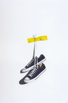 CONVERSE CHUCK TAYLOR ALL STAR LOW TOP - NAVY Converse Photography, Clothing Photography, Product Photography, Shoe Advertising, Foto Instagram, Fashion Photography Inspiration, New Sneakers, Advertising Photography, Converse Chuck Taylor All Star