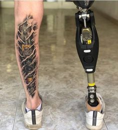 This bio mechanical tattoo done for an amputee patient to match his prosthetic is absolutely amazing. Such a great idea for this tatto Tattoo Life, Big Tattoo, Tattoo Studio, Tattoo Images, Tattoo Photos, Prosthetic Leg, Blogger Templates, All Tattoos, Color Tattoos