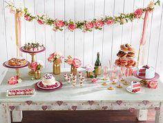 Hay muchos motivos por los que podemos necesitar ideas para una mesa temática de San Valentín: un cumpleaños que se celebra en esta fecha, una boda (es muy común elegir esta fecha para la ce...
