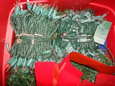 storing Christmas lights without the tangles!  Easy-peasy!