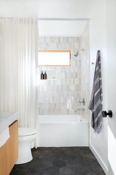 Bathtub Shower Combo, Bathroom Tub Shower, Cozy Bathroom, Bathroom Renos, Bathroom Flooring, Shower Walls, Bath Tub Tile Ideas, Dark Floor Bathroom, Bathroom Ideas