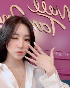 Sooyoung, Yoona, Snsd Tiffany, Tiffany Hwang, Girls' Generation Tiffany, Girls Generation, Idol Nails, Hallographic Nails, Acrylic Nails
