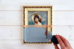 Paint Dipped Picture Frames Upcycling and buying second hand doesn't necessarily mean shabby and rustic. You can easily update used furniture with clean lines and bold colors to give Upcycled Crafts, Art Mural, Wall Art, Diy Wall Decor, Boho Decor, Thrift Store Art, Thrift Stores, Paint Dipping, Do It Yourself Crafts