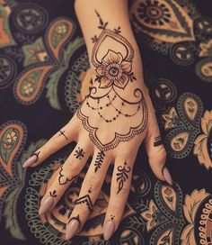 50 Most beautiful Goa Mehndi Design (Goa Henna Design) that you can apply on your Beautiful Hands and Body in daily life. Henna Tattoo Hand, Hand Mehndi, Mehndi Mano, Hand Tattoos, Goa Tattoo, Simple Henna Tattoo, Lace Tattoo, Henna Art, Tatoos