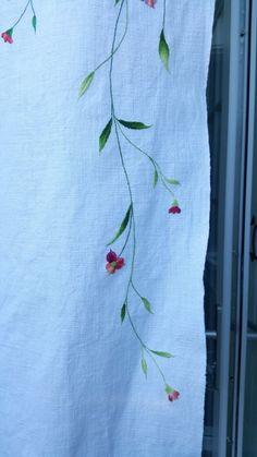 (무명가리개3 패키지구성) *무명-43×120cm 선세탁없이보내드립니다. (선세탁-두번삶은후 다림질) *자수실(... Embroidery On Kurtis, Hand Embroidery Dress, Kurti Embroidery Design, Hand Embroidery Videos, Embroidery Flowers Pattern, Hand Embroidery Designs, Floral Embroidery, Flower Patterns, Embroidery Stitches