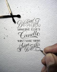 Assoprar a vela de outro não faz a sua brilhar mais.