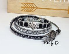 Bracelet Wrap en cuir et perles de verre,bijou ethnique argenté.Manchette large noir argenté. Bracelets Wrap En Cuir, Bracelet Wrap, Beaded Bracelets, Hippie Style, Leather Working, Bb, Beads, Silver, Jewelry