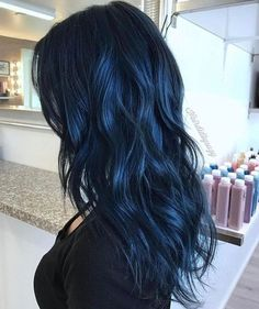 Dark Blue Hair Dark blue hair is the latest hair color trend that is set to be big in Choose from a deep blue-black to luxurious navy blue hair & to metallic steel blue. Pelo Color Azul, Hair Color For Black Hair, Navy Hair, Blue Hair Colors, Dyed Black Hair, Hair Color Dark Blue, Hair Black Blue, Raven Hair Color, Short Blue Hair