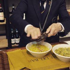 Flera Mondiale del Tartufo d'Alba! - the world's most famous truffle market. HEAVY aromas of the exquisite white truffle. Here our sommelier puts the truffles on butter and sage pasta. What a treat! #delightful #molinvin #lacasavola #exquisitetaste #exquisite #whitetruffle #alba #sommelier #sommelierlife #piemonte #italianfood #italia #letsgoback #bookyourtastingsatwwwmolinvincom