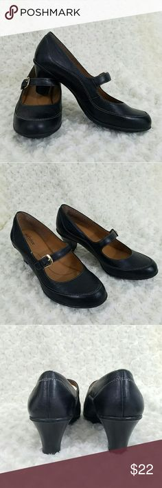 Softshoe by Medicus Mary Janes Mary Jane style shoes with an approx 2in heel. Insole is very cushiony. Size 8M leather upper. Very lightly worn Shoes Heels