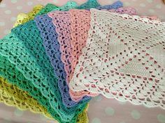 Karen Klarbæks Verden: Skal vi til at hækle servietter igen? Crochet Diagram, Crochet Home, Crochet Doilies, Pot Holders, Napkins, Projects To Try, Shabby, Elsa, Diy Crafts