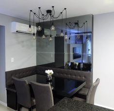 Canto alemão com espelhos em bisotê fumê. Dining Room Design, Kitchen Accessories, My House, Sweet Home, Living Room, Interior Design, Table, Inspiration, Furniture