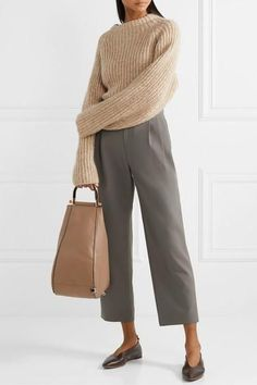 Ginger Parrish Outfit Idea #simplestyle #basicoutfits #neutraltones #earthtoneoutfits