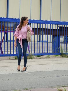 Striped blouse with puffy sleeves. - Gestreepte blouse met ballonmouwen Street style