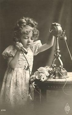 vintage photo of little girl on phone Vintage Children Photos, Images Vintage, Photo Vintage, Vintage Girls, Vintage Pictures, Old Pictures, Vintage Postcards, Antique Photos, Vintage Photographs