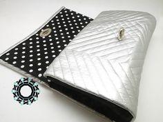 "Silver zigzags evening bag / Wieczorowa torebka ""Srebrne zygzaki"" by Tender December, Alina Tyro-Niezgoda. More / Więcej:  http://tenderdecember.eu/shop/produkt/silver-zigzag-srebrne-zygzaki/ To buy/Aby kupić:http://tenderdecember.eu/shop/produkt/silver-zigzag-srebrne-zygzaki/"