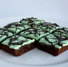 12 Brownies 1 package Foodstirs Brownie Mix 2 eggs 1/3 cup oil 1 tablespoon water 2 cups chocolate chips ½ teaspoon peppermint extract 1 package Foodstirs Organic Vanilla Frosting Mix…