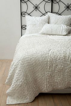 we love us some white bedding! -willow bedding from @anthropologie #bedding #anthropologie #whitebedding