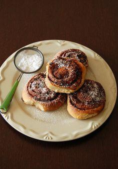 Cinnamon and chocolate rolls / Cinnamon rolls com chocolate by Patricia Scarpin, via Flickr