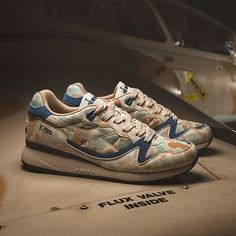 Diadora Sportswear AVIO PACK  V7000 Avio is ispired by the colours of the Israeli aircrafts that blended in the dry landscape during the Yom Kippur and has been realized with nylon and microfiber for a super lightweight shoe. Release date in-store on Marc