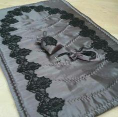 Muslim Prayer Mat, Prayer Rug, Ramadan Crafts, Diy Home Crafts, Prayers, Carpet, Rugs, Sewing, Gifts