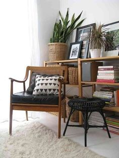Jill Danyelle home tour I love the simple white + natural wicker, wood, leathers. Plus relaxed use of color, art, and vintage finds. - Model Home Interior Design Home Design, Modern Interior Design, Design Ideas, Design Room, Corner Bookshelves, Bookshelf Design, Bookcase, Home Living Room, Living Spaces