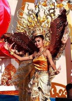Thai dancer And a whole lot more Thailand  Info @ http://islandinfokohsamui.com #Thailand #Samui #tours @islandinfosamui