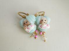 Boucles d'oreilles mini poupée Sue et son bébé fleur en écharpe de portage