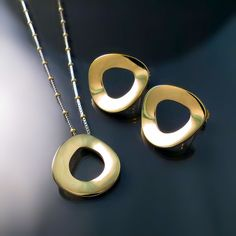 Modern sophisticated designer jewellery set pendant and earrings in 14K gold
