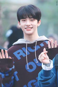 hyunjin pics (@hyunjinpost) | Twitter Rapper, Park Jinyoung, K Wallpaper, Working People, Fandom, Hd Picture, Lee Know, Kpop Boy, Handsome Boys