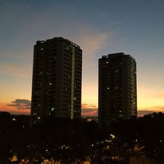 If only I live in one of those 2 blks #sunset #nofilter #singapore #sg #sky #clouds #iphone4s #guosheng #guoshengz