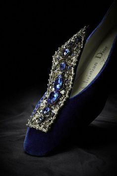 escarpins dior roger vivier Velvet heels with a low heel, Christian Dior by Roger Vivier. The Metropolitan Museum of Art, Collection, New York. Christian Dior, Roger Vivier Shoes, Mode Shoes, Bleu Turquoise, Louboutin, Evening Shoes, Fashion Books, Women's Fashion, Vintage Fashion