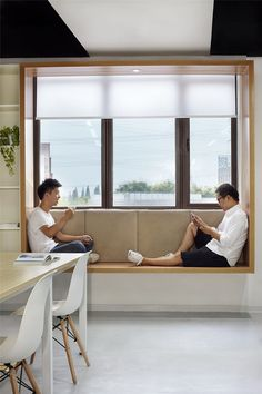 Modern Window Seat Idea – Add a suspended wood surround to standard windows to c… – Home Decor İdeas Modern Contemporary Windows, Modern Windows, Contemporary Decor, Contemporary Building, Contemporary Cottage, Contemporary Apartment, Contemporary Chandelier, Contemporary Landscape, Contemporary Architecture