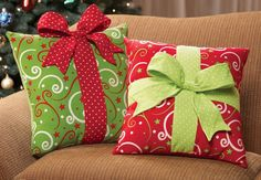 Cojines regalos de Navidad - Holiday Gift Box Accent Pillow - Think I could make these for next year Noel Christmas, Green Christmas, Winter Christmas, Rustic Christmas, Christmas Christmas, Christmas Sewing Projects, Holiday Crafts, Holiday Decor, 242