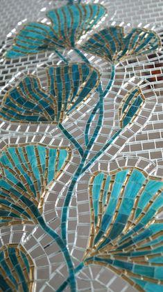 Mosaic Artwork, Mirror Mosaic, Mosaic Wall Art, Mosaic Glass, Mirror Tiles, Broken Mirror Art, Glass Painting Patterns, Mosaic Flower Pots, Leaf Wall Art