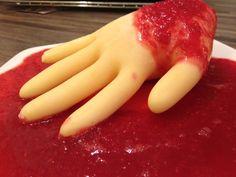 Halloween: Eiterhand im Blutbad Grapefruit, Banana, Food, Fast Recipes, Pies, Essen, Bananas, Meals, Fanny Pack