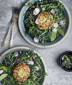 Taken from 'Winter Inspiration': 6 seasonal dishes that I hope will inspire you to celebrate some of this season's delights. You'll Need (Serves 4 salmon fillets about 5 spring onions, white and… Healthy Soup, Healthy Snacks, Healthy Eating, Clean Eating, Proper Nutrition, Nutrition Tips, Soup Recipes, Vegetarian Recipes, Healthy Recipes