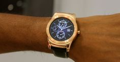 WATCH URBANE: o lançamento da empresa sul-coreana LG conta com processador Qualcomm de 1,2 GHz, Android Wear, tela de 1,3 polegada, 4 GB de memória para armazenamento e 512 MB de memória RAM. O diferencial desse smartwatch é que ele não parece um dispositivo tecnológico. Isso ocorre, em parte, pelo material que ele é feito (metal) e a pulseira de couro. O gadget ainda não tem data para lançamento no Brasil, tampouco o preço que vai ser comercializado