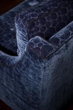 Dramatic blue sofa in ultrasuede for your office. The scroll repeat is a little too even, but the texture it creates is good. Color Shades, Shades Of Blue, Blue Velvet Chairs, Eclectic Living Room, Dark Interiors, Love Blue, Blue Tones, Black And Navy, Pantone Color