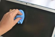 4 Ways to Clean a Macbook Pro Screen - wikiHow