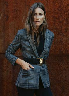 #Fashion #tip → Añade un cinturón a tu blazer para renovar look y marcar silueta