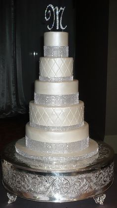 Wedding Cakes With Bling - http://weddingreference.net/wedding-accessories/wedding-cakes/2014/07/31/wedding-cakes-with-bling/ - http://weddingreference.net/wp-content/uploads/2014/06/wedding-cakes-with-bling-18-576x1024.jpg