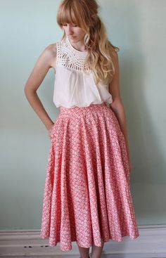 Vintage fashion - modest skirt <3  Would be even better with small jacket/covering (meeting)