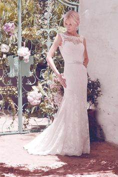 Wedding dress from Snow by Annasul Y. 2016 Bridal Collection. www.snowannasuly.co.uk