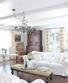 Fancy french country living room decor ideas (79)
