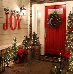 27 Fabulous Outdoor Christmas Decorations for a Winter Wonderland Front porch decorating, M. W, Front porch decorating 27 Fabelhafte . Noel Christmas, Merry Little Christmas, Winter Christmas, Christmas Crafts, Christmas Ideas, Christmas 2019, Holiday Ideas, Christmas Stockings, Christmas Lights