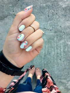 Embroidery-Inspired Floral Nail Art - Rose Gold Lining | hand-painted nail art | floral nails | accent nail | white nails