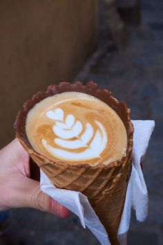 Edible Coffee Cups are the new craze! Coffee In A Cone, Coffee Ice Cream, Coffee Truck, Food Truck Design, Best Coffee Mugs, Coffee Dessert, Coffee Signs, Molecular Gastronomy, Plated Desserts