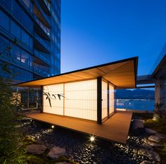 Kengo Kuma designed a tea house on Vancouver roof terrace. Modern Japanese Architecture, Japan Architecture, Japanese Interior Design, Architecture Design, Kengo Kuma, Tea House Japan, Farm Village, Japanese Style House, Garden Studio